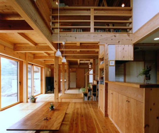 伝統型工法による土壁の家